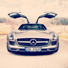Hot Mercedes SLS!
