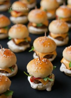 25 glorious finger foods for snacks in small quantities - # for . - 25 glorious finger foods for snacks in small quantities – - Mini Hamburgers, Cheeseburgers, Hamburger Sliders, Hamburger Buns, Bite Size Snacks, Bite Size Food, Wedding Appetizers, Wedding Snacks, Mini Appetizers