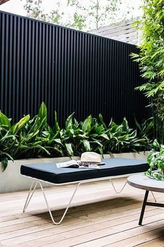 Urban Garden Design Modern Garden Design - We collect some good courtyard design ideas for you. You can choose one of the most suitable courtyard design ideas. Check it on the list down below. Modern Courtyard, Small Courtyard Gardens, Courtyard Design, Small Courtyards, Fence Design, Outdoor Gardens, Courtyard Ideas, Front Courtyard, Outdoor Rooms
