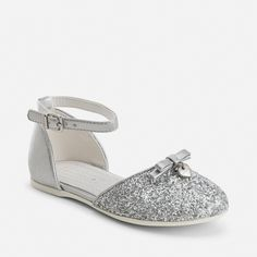 Zapatos de niña abiertos purpurina y hebilla Plata - Mayoral\\. Zapatos de niña abiertos purpurina y hebilla Plata - Mayoral\\. Cute Girl Shoes, Flower Girl Shoes, Baby Girl Shoes, Kid Shoes, Girls Shoes, Fashion Shoes, Kids Fashion, Cute Asian Babies, Doll Shoes