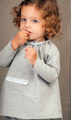 Nikol un bolsillo gris puntilla blanca ( con braguita) - Petritas. CLOTINA Moda Infantil.