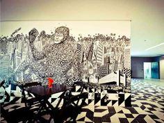 Painel com grafite de Vitor Rolim na micro cozinha Baixo Augusta no novo escritório do Google