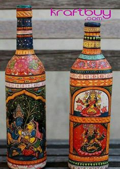 Tracing its history back to the century BC, Indian handicrafts Pattachitra Orissa is an ancient form of painting. Bottle Painting, Bottle Art, Bottle Crafts, Cosy Home, Tanjore Painting, Kalamkari Painting, Indian Folk Art, Painted Wine Bottles, Indian Crafts