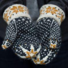 Crochet Patterns Mittens Ravelry: Mīlēt pattern by Ysolda Teague Mittens Pattern, Knit Mittens, Knitted Gloves, Fingerless Mittens, Knit Cowl, Stitch Patterns, Knitting Patterns, Crochet Patterns, Hat Patterns