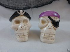 Halloween Skull Pirate Salt & Pepper Shakers Ceramic Decoration Prop New In Box
