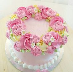 19 Ideas for flowers birthday cake natural Cake Icing, Buttercream Cake, Cupcake Cakes, Beautiful Birthday Cakes, Beautiful Cakes, Rose Cake, Almond Cakes, Floral Cake, Fancy Cakes