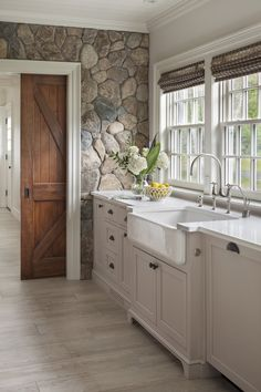 Interior Design Kitchen Farmhouse sink with white painted cabinetry set against cobbled stone wall. Design by Patrick Ahearn Architect - See why we're dying over this natural trend! Sweet Home, Cuisines Design, Rustic Farmhouse, Kitchen Rustic, Farmhouse Door, Rustic Homes, Farmhouse Sinks, Modern Farmhouse Kitchens, Barn Kitchen