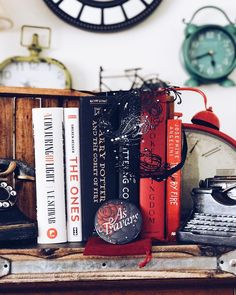 "41 Likes, 1 Comments - Cara Author Fangirl (@carafoshizzle) on Instagram: ""Another month of @owlcrate photos challenges coming your way. Today is ""As Travars"" mirror and red,…"""