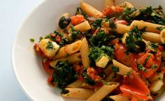 Πέννες ολικής με σπανάκι, ελιές και μοτσαρέλα