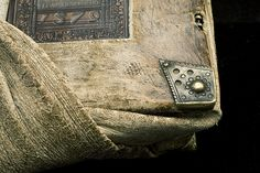 Photo: István Borbás/National Library of Sweden  Portable volume, girdle book of leather with a knot to be tucked under a person's girdle or belt, from which the book hung upside down so that it could be picked up and read at any time. The printed book is from 1508, the blind-tooled leather binding from 1579 and the exterior knotted leather cover was added ten years later, in 1589.