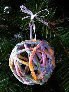 Make Sparkly Yarn Ornaments. - The Magic Onions