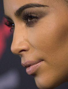 kim kardashian more close-ups of kim can be found here kim kardashian red carpet famous makeup celeb celebrity celebritycloseup