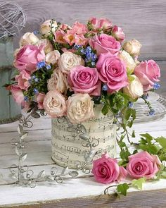 A beautiful spring floral arrangement. Beautiful Flower Arrangements, Fresh Flowers, Pretty Flowers, Pink Flowers, Shabby Chic Flowers, Bright Flowers, Rosen Arrangements, Floral Arrangements, Deco Floral