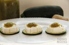 Bocaditos de queso de cabra con mermelada de calabacín y jengibre - http://www.thermorecetas.com/2014/09/06/bocaditos-de-queso-de-cabra-con-mermelada-de-calabacin-y-jengibre/