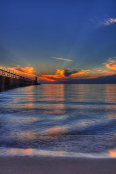 ✮ Sunset at Manistee North Pierhead Lighthouse - Manistee, Michigan