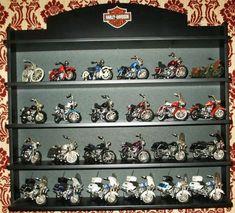 Harley Davidson models., 24 off Harley Davidson motorcycle models Scale 1:18