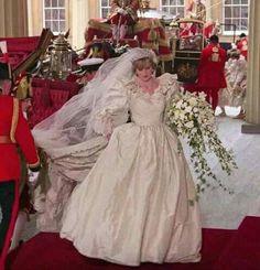 Diana, Princess of Wales. ~ Lady Diana Spencer on her wedding day. Princess Diana Wedding Dress, Royal Wedding Gowns, Princess Diana Fashion, Princess Diana Family, Princess Diana Pictures, Royal Princess, Royal Weddings, Prince And Princess, Wedding Dresses