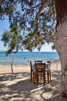 The small table by the sea: is this picture familiar to you? It could be in Paros, Naxos…in any island of the Aegean Sea!