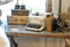 The Cottage Market: 25 Vintage Decorating Tips - love this old typewriter