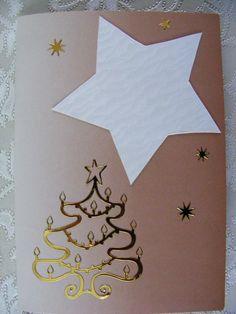 voorkant dubbele goudkleurige kaart beplakt met uitgeknipte ster en stickers