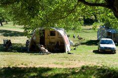 Emplacement sous arbre - camping drome provencale - la Ferme de Clareau