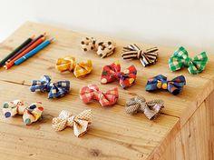 くしゅくしゅにした『オリガミオリガミ』を使って作るかわいいリボンくしゅくしゅリボンの蝶ネクタイを用意して、パーティのお客さまをお出迎え。楽しい会話が生まれそうです。 #chotto #オリガミオリガミ #くしゅくしゅリボン #ホームパーティ #origamiorigami #homeparty #DIY #handycraft #japanpaper