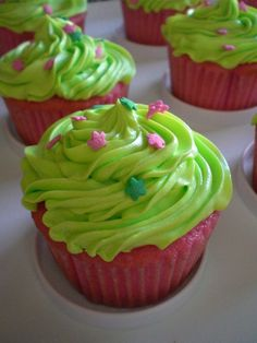 Pink Preppy Lilly Lover: pink and green cupcakes Green Cupcakes, Green Cake, Love Cupcakes, Yummy Cupcakes, Simple Cupcakes, Graduation Cupcakes, Birthday Cupcakes, Beautiful Wedding Cakes, Gorgeous Cakes