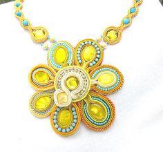 Sunny Soutache Necklace Gold Yellow Blue Charm por IncrediblesTN