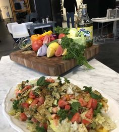 Salade fattouche classique Mets, Saint, Cobb Salad, Lunch, Chicken, Recipes, Food, Drizzle Cake, Cooking Food