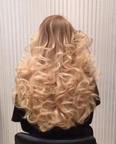 70 Gorgeous Perms That Will Make You Love Curls Again Permed Hairstyles, Diy Hairstyles, Pretty Hairstyles, Long Curly Hair, Big Hair, Curly Hair Styles, Beautiful Long Hair, Gorgeous Hair, Classic Hairstyles