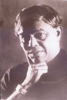 """Thyagaraja Paramasiva Kailasam (1884–1946), was a playwright and prominent writer of Kannada literature. His contribution to Kannada theatrical comedy earned him the title Prahasana Prapitamaha, """"the father of humorous plays"""" and later he was also called as """"Kannadakke Obbane Kailasam"""" meaning """"One and Only Kailasam for Kannada"""". (Deepika) In Kannada, Famous Poems, Writers And Poets, Playwright, Sports Stars, Karnataka, Plays, Authors, Famous People"""