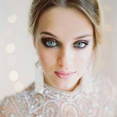 """""""Make inspiradora para as madrinhas, com olhos marcados e boca nude. Foto @balygin #icasei #makeup #madrinhasdecasamento #bridesmaids #casamento #wedding"""""""