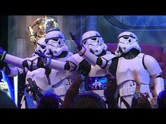 "Stormtroopers sing ""Let It Go"" from Frozen in song medley at Star Wars Weekends 2014 lol so freakin funny lol rotf"