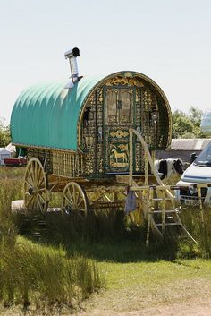 Gypsy Vardo at Appleby Horse Fair 2010 Gypsy Trailer, Gypsy Caravan, Gypsy Wagon, Gypsy Life, Gypsy Soul, Gypsy Culture, Gypsy Living, Covered Wagon, Nostalgia