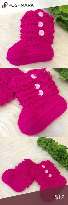 🎀Baby Booties Crochet🎀 Cute baby booties! Fits 5-18Months   Handmade with love  Very cozy and soft!!  COLOR PINK 1 PAIR   See all my lists, I have more colors :)   From a smoke free and pet free home. Shoes