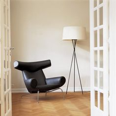 Hans Wegner Ox Chair and Ottoman Home Deco Furniture, Dream Furniture, Furniture Design, Chair Design, Black Ottoman, Chair And Ottoman, Ox Chair, Soft Seating, Home And Living
