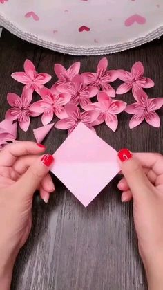 Origami flowers can be really beautiful. They can also be really intricate. They make great gifts… [Video] (mit Videos) Cool Paper Crafts, Paper Flowers Craft, Paper Crafts Origami, Origami Flowers, Origami Art, Flower Crafts, Diy Paper, Oragami, How To Make Flowers Out Of Paper