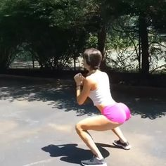 Outdoor glutes workout with @jenselter  Follow us @gym.workout.s for more! #shesquats #fitchicks #chicksthatlift