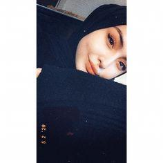 Hijabi Girl, Girl Hijab, Hijab Outfit, Diabolik Lovers Ayato, Fake Girls, Cute Girl Poses, Baby Faces, Beautiful Arabic Words, Fake Photo