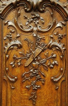 Boiserie Sculpture Ornementale, Pattern And Decoration, How To Antique Wood, Architectural Elements, Wooden Doors, Decorative Objects, Wood Carving, Antique Furniture, Wood Art