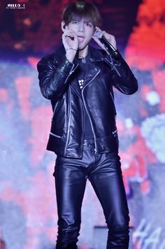 Read Taehyung from the story Sexy Moments BTS by alien-stx (-`,—𝕭𝖆𝖇𝖎🌙) with reads. Bts Taehyung, Jimin Jungkook, Bts Bangtan Boy, Foto Bts, Bts Photo, Namjin, Yoonmin, Leather Men, Leather Pants