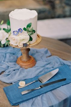 """From the editorial, """"This Hawaii """"I Do"""" Will Have You Day Dreaming Of A Destination Wedding"""". Say Aloha to this Hawaii wedding filled with muted blues, silver accents, neutral tones, and the most beautiful garden blooms. 