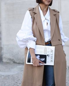 Pin by Lida Ozadovskaya on Women's fashion in 2019 Easy Style, Iranian Women Fashion, Street Style Blog, Street Styles, New York Fashion Week Street Style, Mode Streetwear, Look Vintage, Mode Hijab, Fashion Outfits