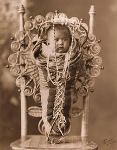Yakama baby - before the death of the photographer in 1934 Native American Music, Native American Children, Native American Pictures, Native American Beauty, Native American Crafts, Native American Tribes, Native American History, Yakima Valley, Indian Tribes