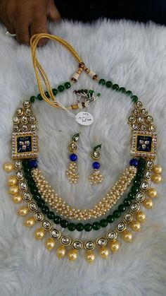 Beautiful Indian kundan necklace sets with Pearls, Free Shipping Worldwide by Shopeastwest on Etsy Jewelry Necklaces, Jewellery, Necklace Set, Latest Fashion, Indian, Trending Outfits, Pearls, Unique Jewelry, Handmade Gifts