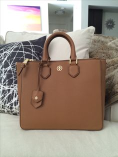 df66c99212bf9 What s in my bag  Tory Burch Robinson Square Tote Full post on the blog