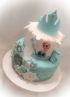 Princess Elsa, gumpaste crown, snowflakes, Frozen theme cake