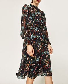 Zara Flowing Blumenmuster Printed Long Dress Midi Floral Size S M L Zara Dresses, Modest Dresses, Casual Dresses, Navy Floral Dress, Navy Midi Dress, Floral Dresses, Boho Look, Colourful Outfits, Mi Long