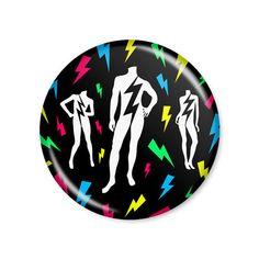 Lady Gaga - The Fame / Button modelo americano com 4,5cm de diâmetro. Imagem/foto impresa em papel fotográfico protegida por papel filme transparente. Acompanha alfinete traseiro.