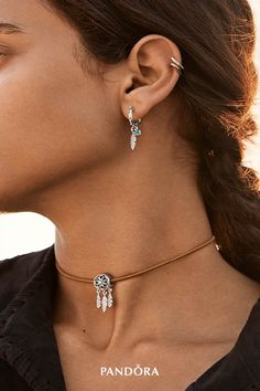 Express your free spirit and positive feelings with our sterling silver dreamcatcher charm. Inspired by Native American dreamcatchers, this hand-finished masterpiece looks beautiful on necklaces and bracelets alike.